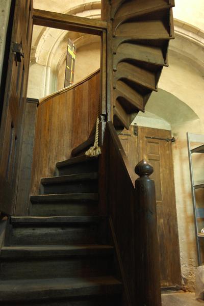 De wenteltrap in het balgenhuis naar de 1e verdieping (Rugpositief en klaviatuur)