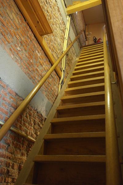 De steile trap naar de 2e verdieping (Hoofdwerk)