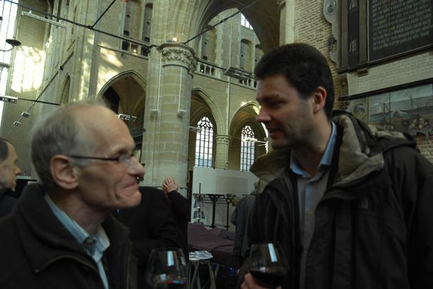 Ko Boogaard (oud-medewerker van Flentrop) en Erik Winkel in gesprek