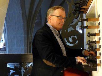 Dick Sanderman organist