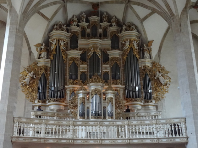 De prachtige barokke orgelkas van Zacharias Thaszner in de Mersburger Dom
