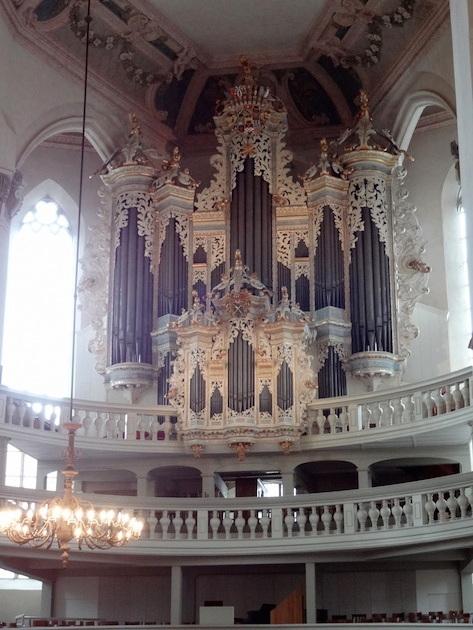 Het beroemde Hildebrandt-orgel in de Stadtkirche St. Wenzel