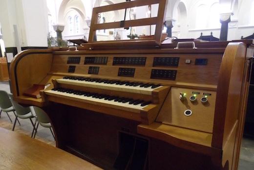 Onze-Lieve-Vrouwekerk Roosendaal orgel speeltafel