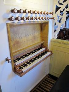 Klaviatuur gerestaureerde Hardorff-orgel St. Margrytkerk Oosterlittens