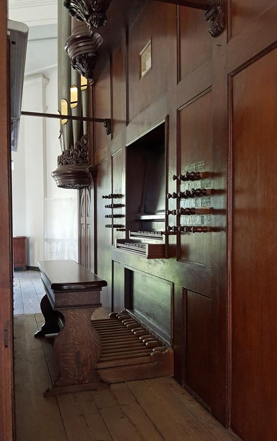 Klaviatuur met nieuwe orgelbank naar voorbeeld van Marrum (1831/1833) | © foto Stef Tuinstra