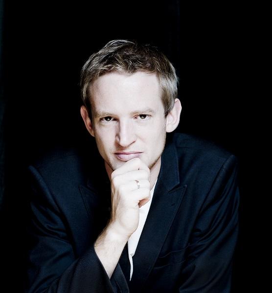 Matthias Havinga Photo: Marco Borggreve