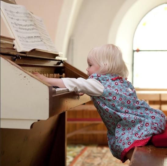 jongeren spelen geen orgel